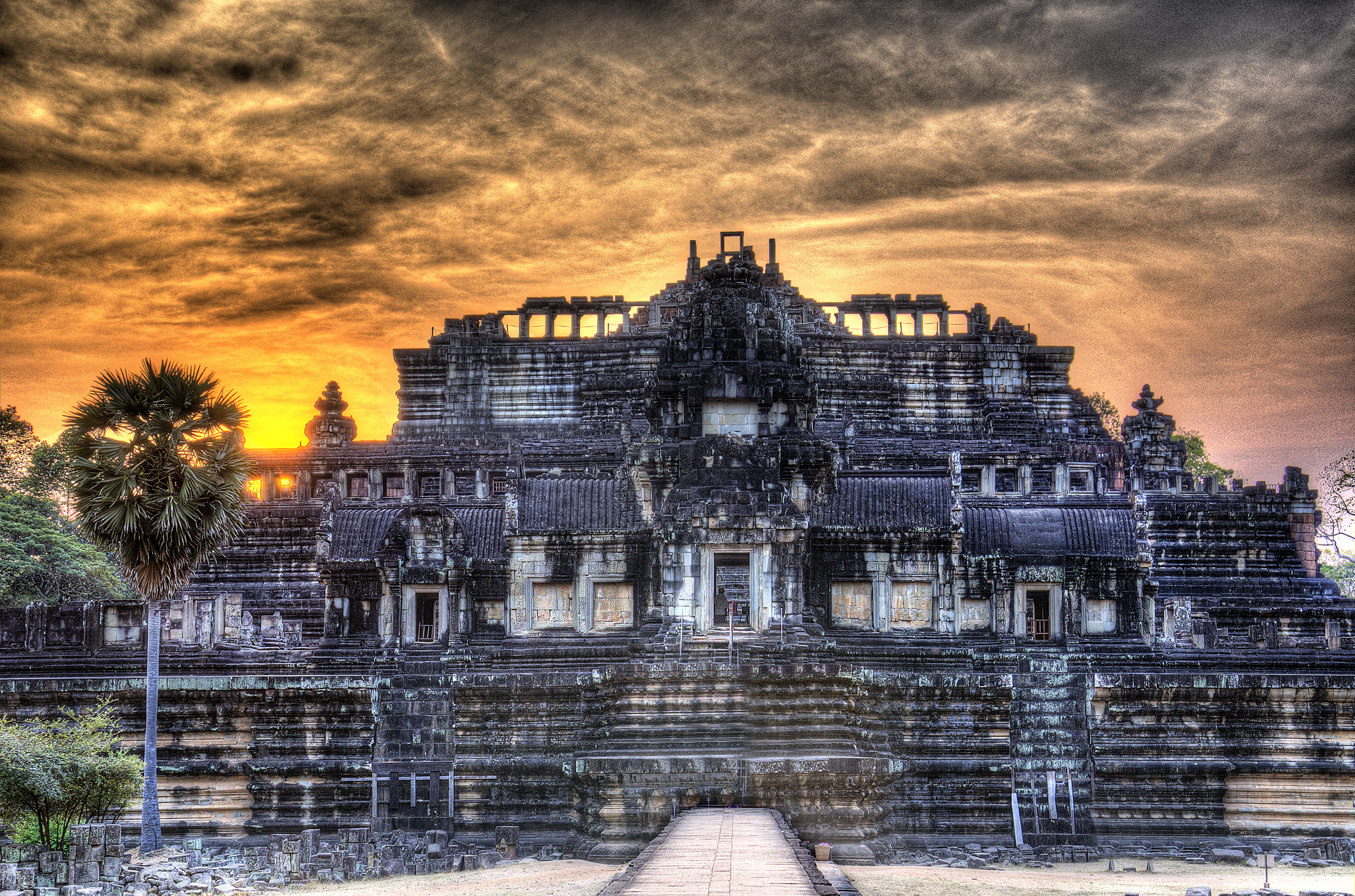 Sunset at Baphuon, Angkor Thom, Siem Riep; the king's personal temple.