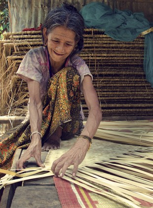 weaving a mat out of palm fronds
