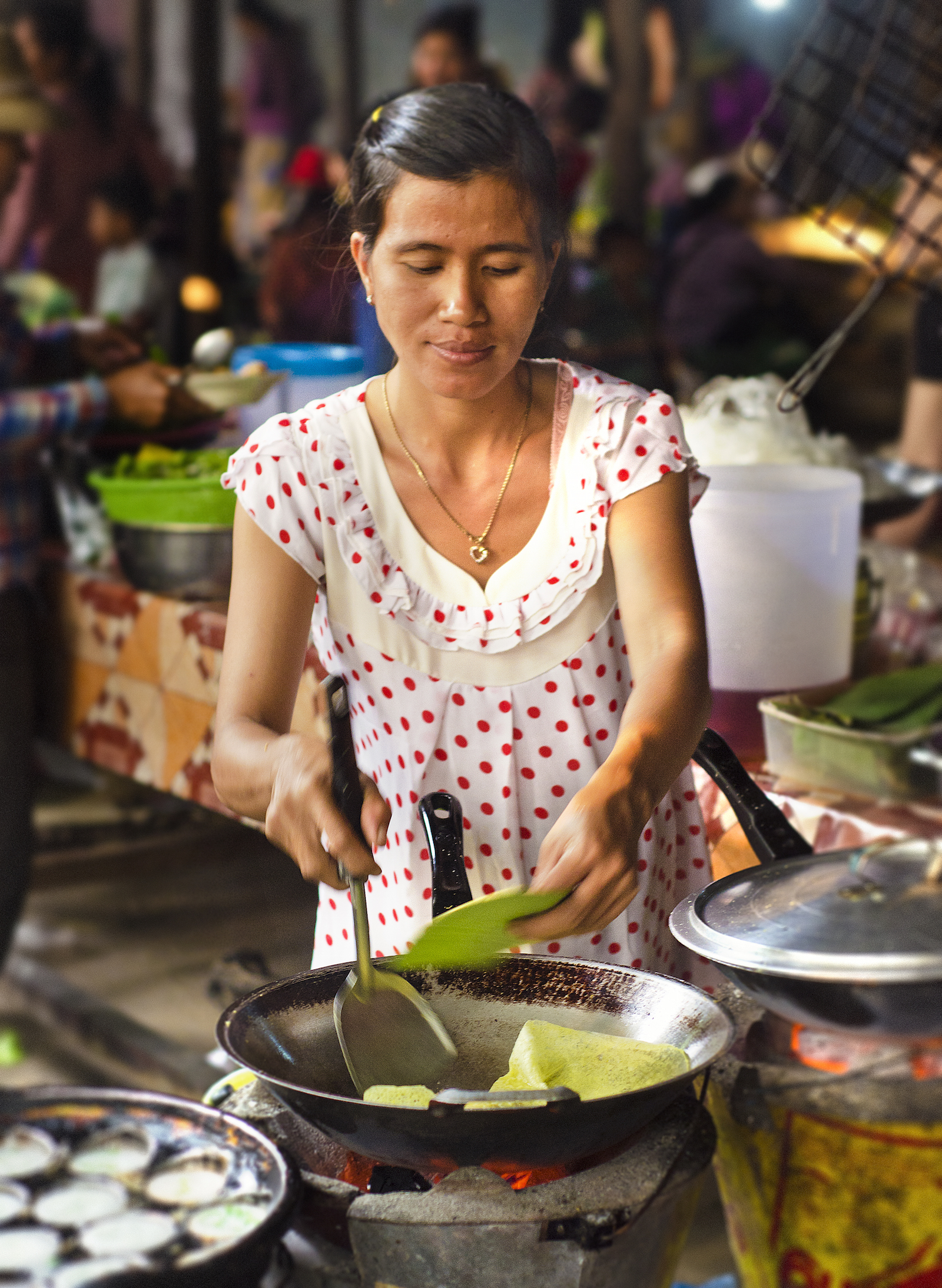 Making Banh xeo in Cambodia